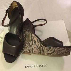 Banana Republic Nicola wedge shoes 9 1/2 NWOT