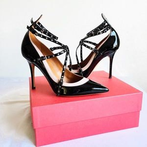 NIB Valentino Love Latch Eyelet Pumps size 41 11
