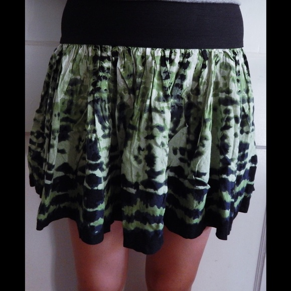Forever 21 Dresses & Skirts - Green and Black Tribal Forever 21 Mini Skirt SZ S