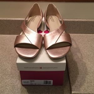 Naturalizer Shoes - 🎈MUST GO MAKE AN OFFER🎈Naturalizer Gold Sandal