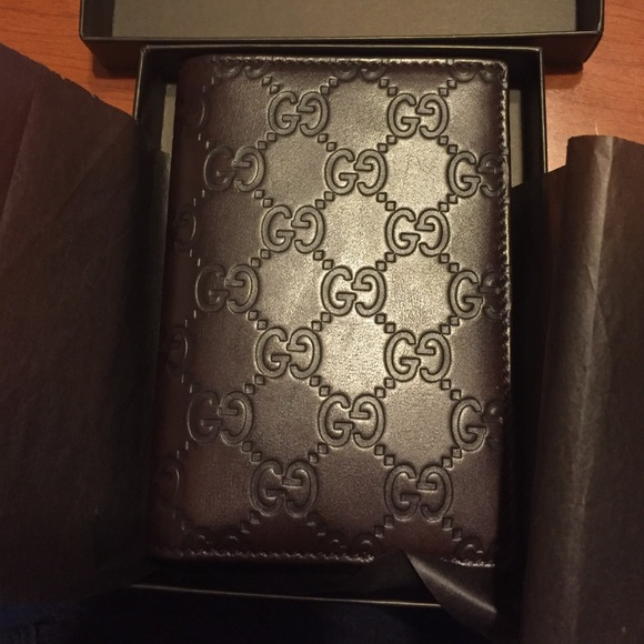 75f66060 Gucci passport holder new!! NWT