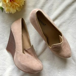 Shoedazzle Shoes - 🎉HP🎉Cream suede wedges