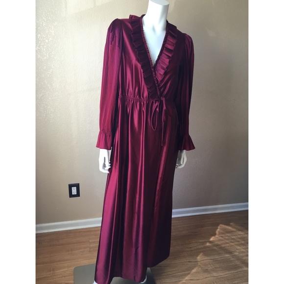 20fab36724d Beautiful Vintage satin Robe. M 57ed580d522b45db9800987b