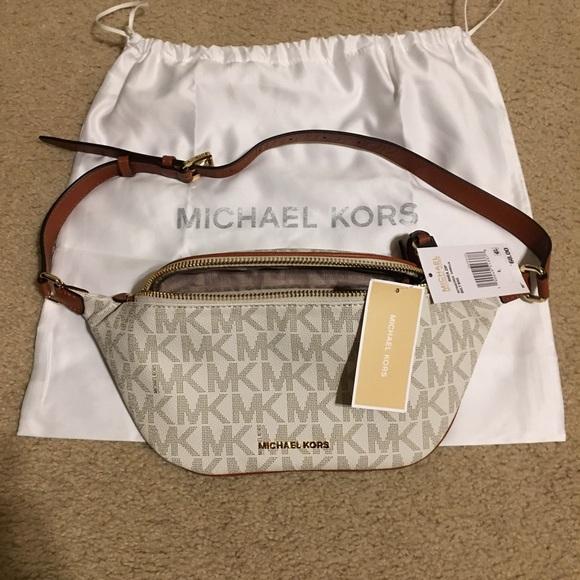 9694836d0d7df9 Michael Kors sling pack. M_581e032cea3f3606d802f59a