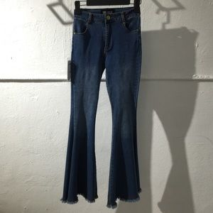 Mid rise jeans with fray hem