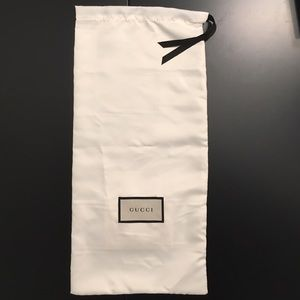 Gucci Handbags - NWT 100% Authentic GUCCI Ivory Wine Holder Bag!