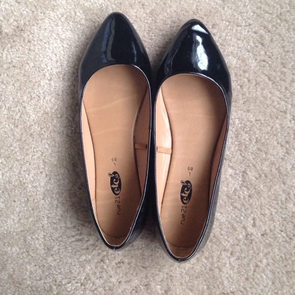 Rue 2 Black Patent Pointy Toe Ballerina