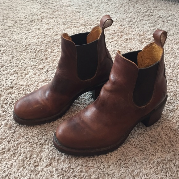 Frye Sabrina Chelsea Boots Cognac