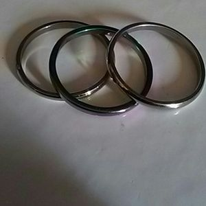 Set of 3 stainless steel rings.