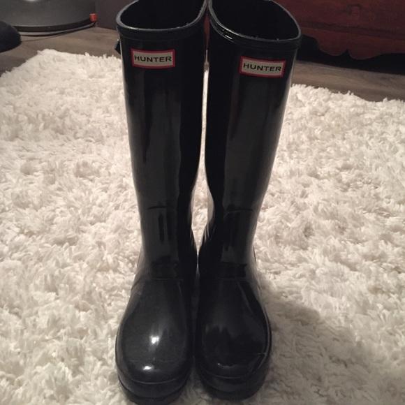 how to clean black gloss hunter boots