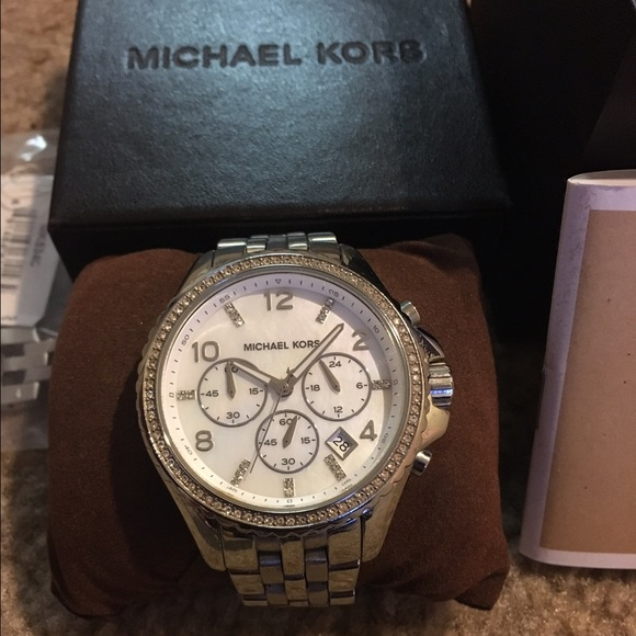 f1689bf03d47 Michael Kors Pilot Silver Watch MK 5346. M 57ef0b38c2845626cc018468