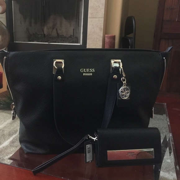 92f15d87c2 💥Final Price💥NWT XL Guess Bag and Wallet Set