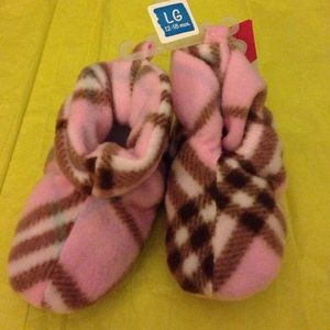 Luvable Friends Other - Baby girls booties
