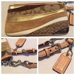 ✨COACH Patchwork Wristlet Clutch✨