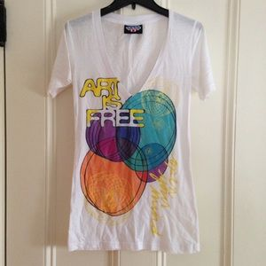 """Junk Food Clothing Tops - """"Art is Free"""" Graphic V-Neck Tee"""