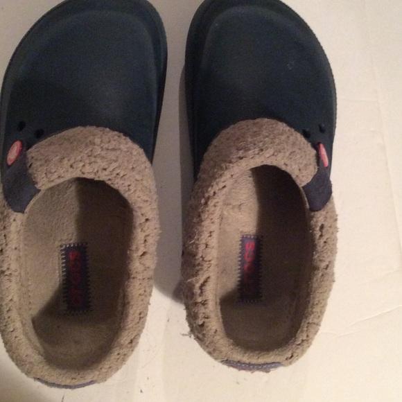 05a6702ef7 Crocs Shoes - Authentic Crocs shoes size M6