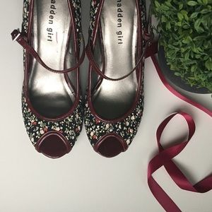 Madden Girl Shoes - 🎉12/6 HP🎉Madden Girl Mary Jane's Pumps