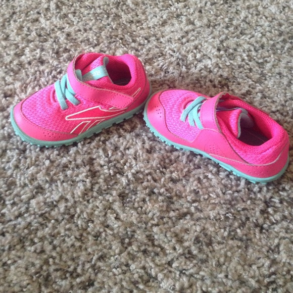 Reebok Shoes | Girls Reeboks Peek N Fit