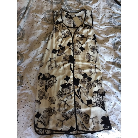 Daniel Rainn Dresses - Daniel Rainn black and white floral dress