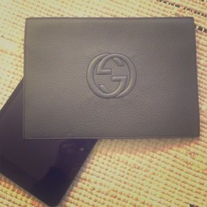 Gucci Soho leather document pouch 💗