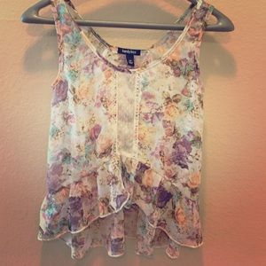 Kandy Kiss Tops - 🌺Sweet Flowered Flowy Tank- Hi Low