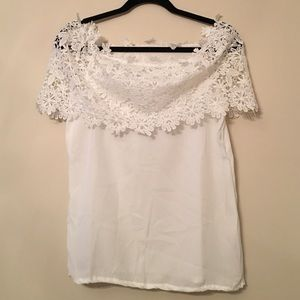 White top w/lace sleeves