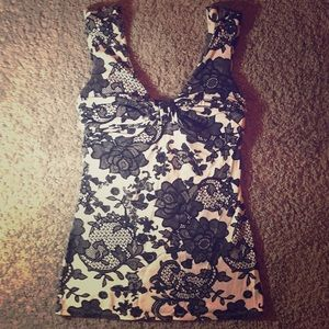 EXPRESS XS lace pattern tank top with rouging