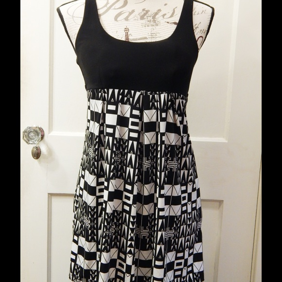 Forever 21 Dresses & Skirts - Forever 21 Retro Print Black and White Dress Sz S