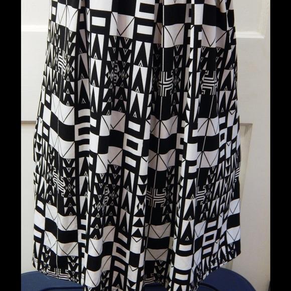 Forever 21 Dresses - Forever 21 Retro Print Black and White Dress Sz S