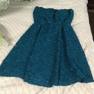 Dresses & Skirts - Pretty strapless sequin green dress size small