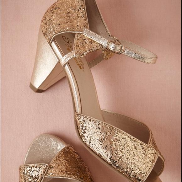 b62d5828f Seychelles Shoes | Glittering Gold Heel Curiosity | Poshmark