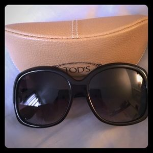 Tod's Accessories - Tod's oversized sunnies.
