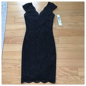 Jump Dresses & Skirts - NWT, Stunning Scalloped Black Lace Dress!