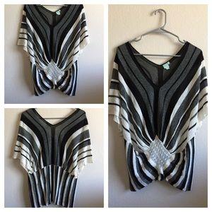 ShuShop Tops - Black\White V-Neck Stripe Tunic