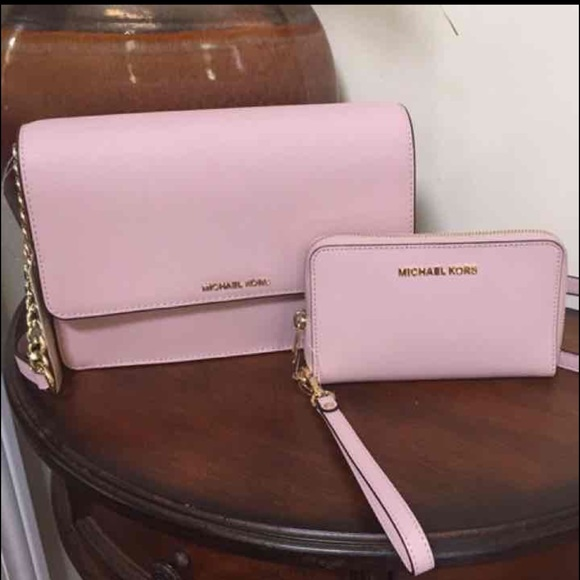24722970cb 🌺🎀NWT Authentic Michael Kors Purse Wallet Set🌺