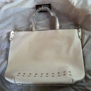Bnwt white tote bag with shoulder strap.