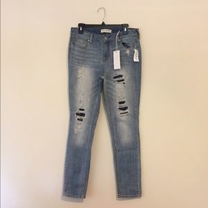 NWT Ripped Low-Rise Skinny Jeans!