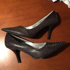 Ann Marino Shoes - Snakeskin Heels size 9