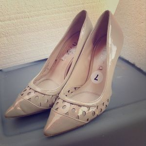 Unisa Shoes - Pointed Low Heels