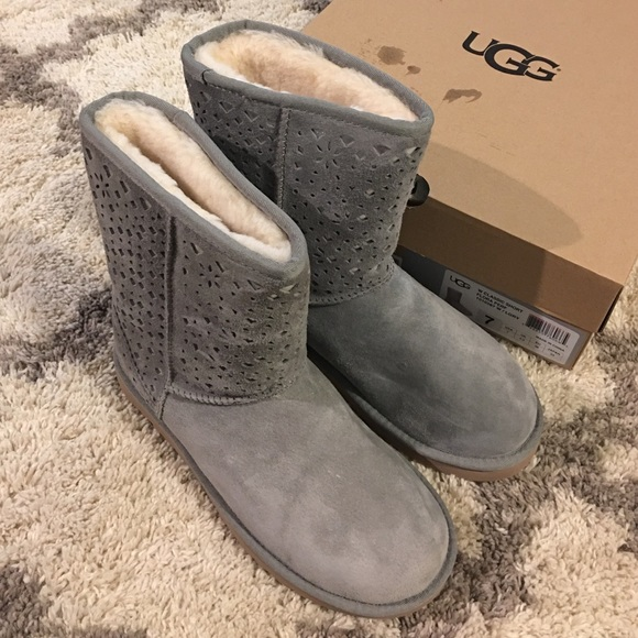75f2c32486e Brand new UGG Classic Short flora perforated NWT