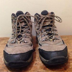Hi-Tec Other - Hi-tec waterproof hiking boots