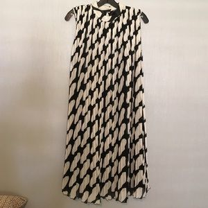 Marimekko Dresses & Skirts - 🎉🎉Host Pick🎉🎉 black and white lined dress