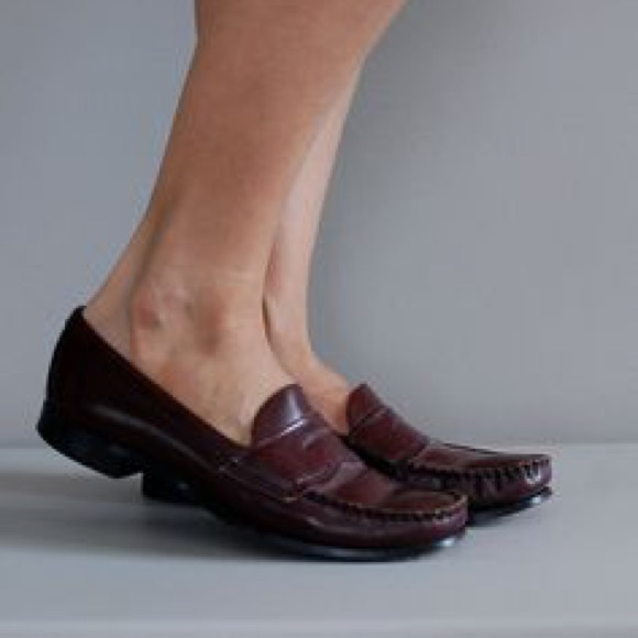 0138b6938f9 Vintage 90 s Ivy League Prep Brown Penny Loafers. M 57f86e9df09282735d03aac4