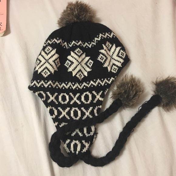 Betsy Johnson xo ❄ snowflake print winter hat 83b37da568e3