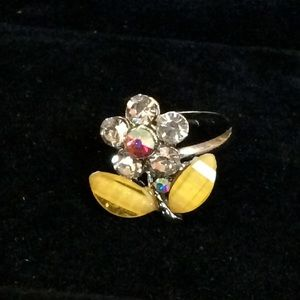 Jewelry - ✨NEW✨Flower gem ring in yellow 💍