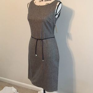 Dresses & Skirts - Cute gray sleeveless fitted dress
