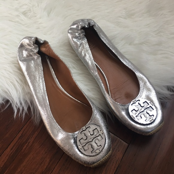 213aba0ef41 Tory Burch Silver Metallic Reva Espadrille Flats. M 58add1b456b2d696a100db46