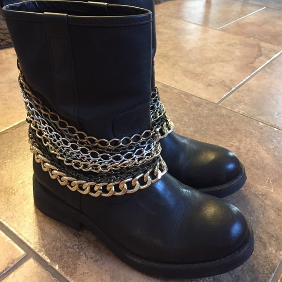 8a61d9cff75 Steve Madden leather boots with chains