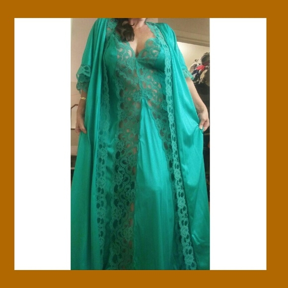 Vintage Intimates Sleepwear Plus Size Peignoir Gown And Robe Set