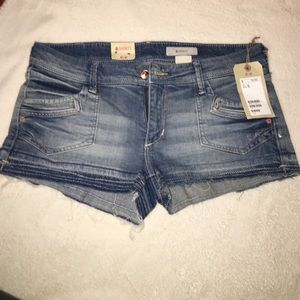 H&M Pants - 🌟NEW🌟 Denim Shorts